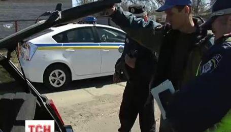 Даішники шукають зброю у автомобілістів