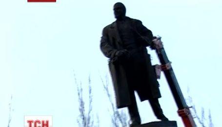 Поваленого у Миколаєві Леніна хочуть відремонтувати і повернути на місце
