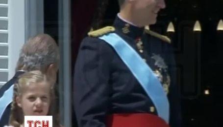 Іспанці зустріли нового короля масовою істерією