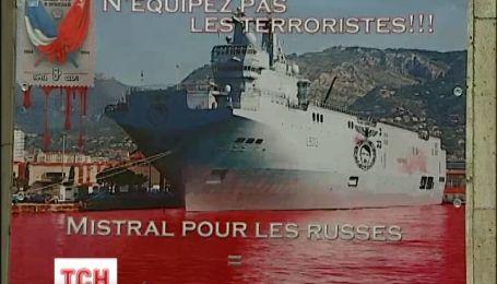 Активисты требуют Францию не отдавать России боевые корабли