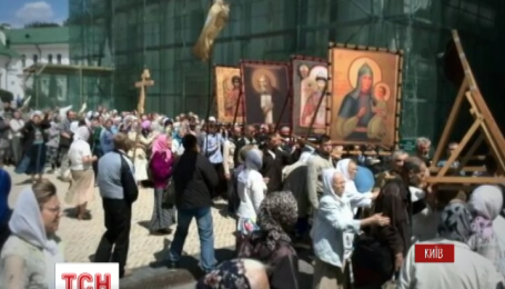 Кілька сотень людей пікетували Києво-Печерську лавру