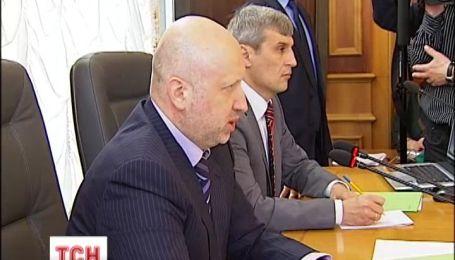 Турчинов сообщил о дислокации войск в Крыму