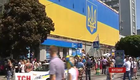 Рекордный флаг появился в центре Житомира