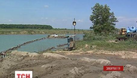 Жителі закарпатського села піднялися на бунт за екологію і воду