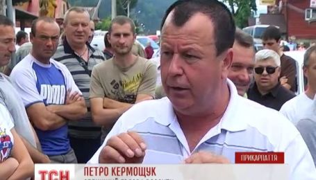 На Прикарпатье жители перекрыли дорогу государственного значения