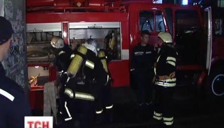Вночі в метро тренувалися гасити пожежі