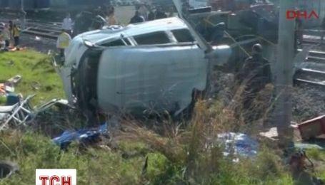 У Туреччині поїзд врізався в мікроавтобус: 9 загиблих