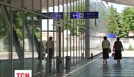 Через погрози терористів свою роботу призупинив аеропорт Донецька