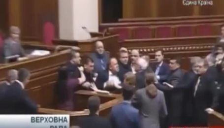 """Симоненко досталось от """"свободовца"""" во время выступления в ВР"""