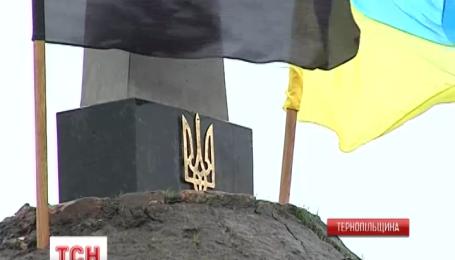 Еще один памятник Героям Небесной Сотни появился на Тернопольщине
