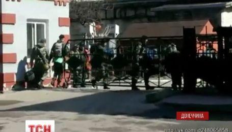 В Артемовске люди с оружием напали на воинскую часть