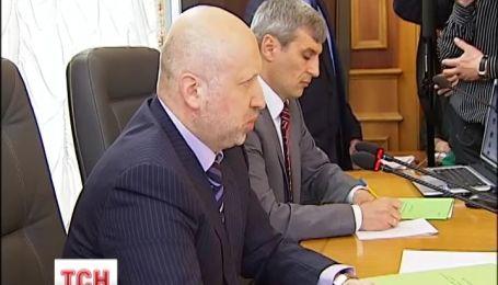 Турчинов стверджує, що військові в Криму мали просто виграти час
