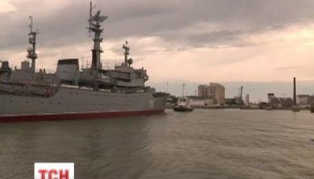 Франция пообещала в срок передать боевые корабли России