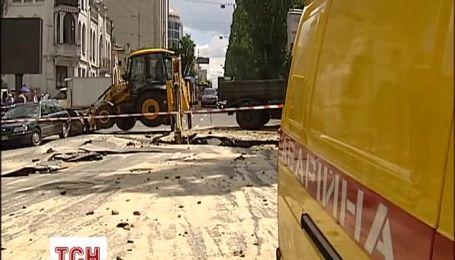 В центре Киева огромные пробки из-за провала асфальта