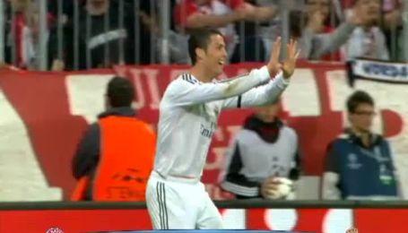 Криштиану Роналду празднует бомбардирский рекорд в Лиге чемпионов