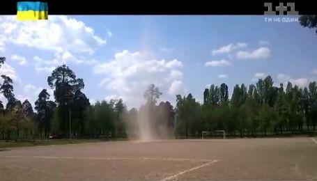 Смерч в киевском парке попал в объектив местного жителя
