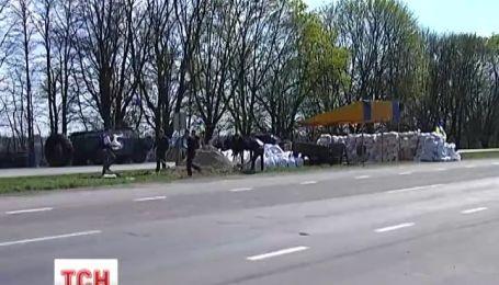 Патріоти виходять охороняти українські дороги