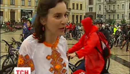 Три тисячі киян попри негоду провели день Києва на велосипедах