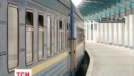 Количество поездов в Крым уменьшает Приднепровская железная дорога