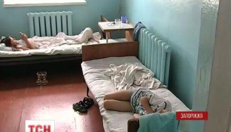 В Запорожской области в лагере Гагарина отравились 32 детей