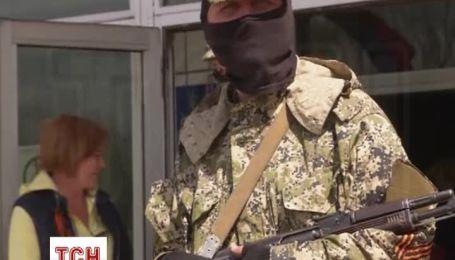 У Костянтинівці сепаратисти звели барикади біля мерії
