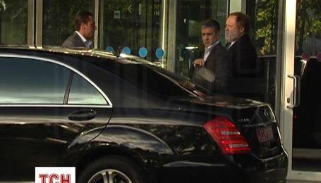 Миллер из Борисполя поехал на газовые переговоры на кортеже из трех машин