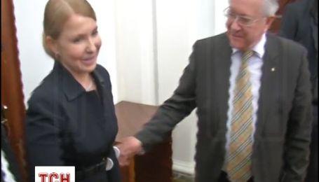 Тимошенко, спираючись на милицю, прийшла у Раду