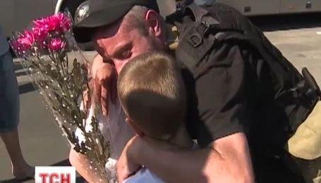 В Винницу из Донбасса вернулись 125 спецназовцев