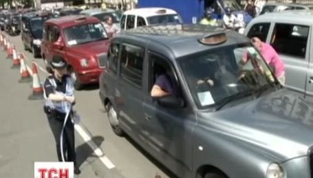 В Европе массово бастовали таксисты