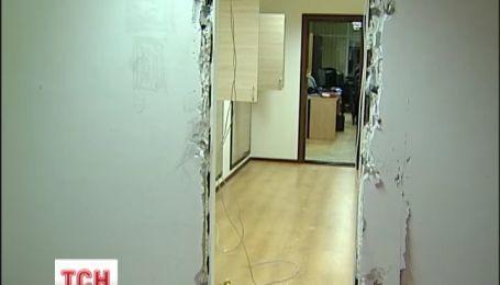 Неизвестные в масках захватили помещение Государственной архитектурно-строительной инспекции Украины