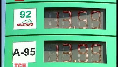 Цена бензина стремительно подскочила сразу на гривну