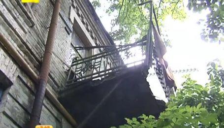 Жители киевского дома уже 20 лет ждут переселения из аварийного жилья