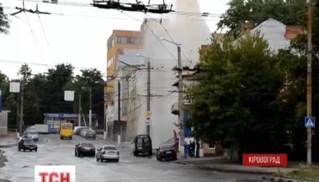 Гейзер, заввишки з двоповерховий будинок,  забив у середмісті Кіровограда