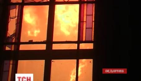 Блискавка підпалила  маківку столітнього храму на Хмельниччині