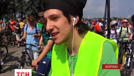 Колони велосипедистів промчали центральними проспектами Запоріжжя і Херсону