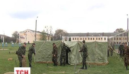 Министерство обороны не отпускает срочников домой
