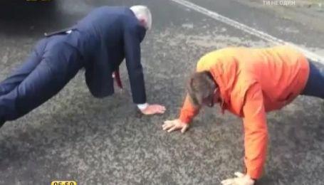 Генсек Совета Европы и губернатор Донецкой области устроили соревнования с отжиманий