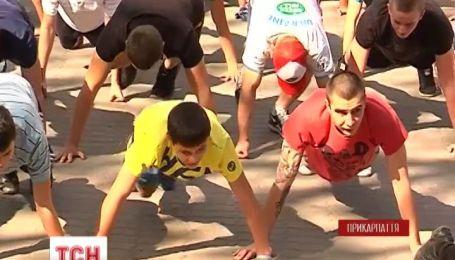 В Івано-Франківську молодики віджались від полу 25 202 рази