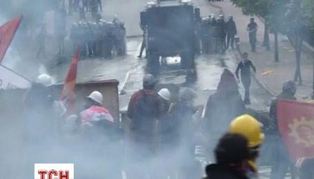 В Стамбуле полиция разогнала водометами участников демонстраций профсоюзов
