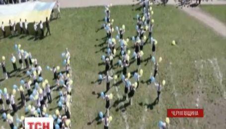 Украинские школьники продолжают флешмобы за мир
