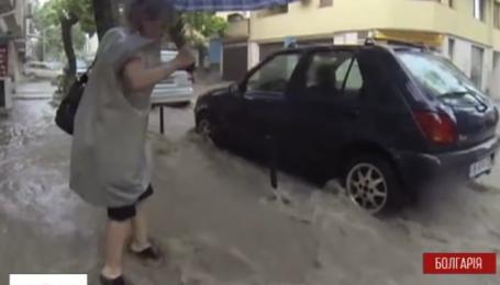 Принаймні 10 людей загинули в Болгарії через раптову повінь