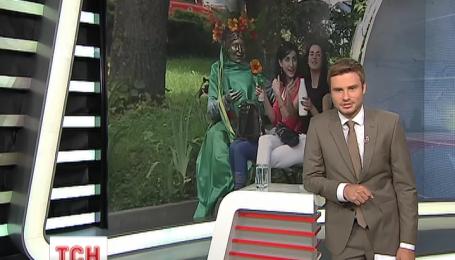 У Тернополі готуються до Зелених свят і вдягають пам'ятники