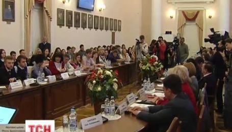 Первые крымские студенты перевелись в вузы на материке
