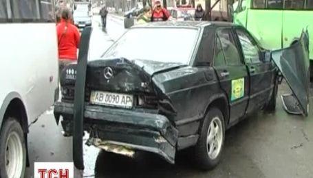 В Николаеве Mercedes врезался в две маршрутки