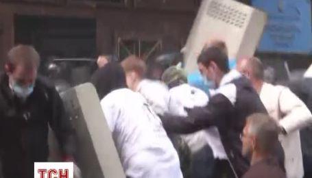 В Донецке сепаратисты штурмовали здание прокуратуры