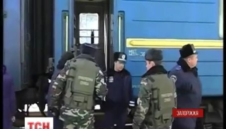 Четверо українців намагались провезти з Криму мільйонну оплату за сепаратизм