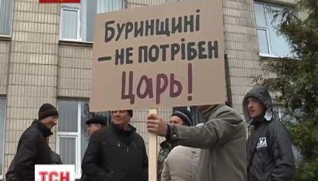 Сотня невдоволених жителів Сумщини зустріла нового голову району