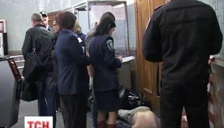 В Киеве 73-летний мужчина умер перед жетоноприемником