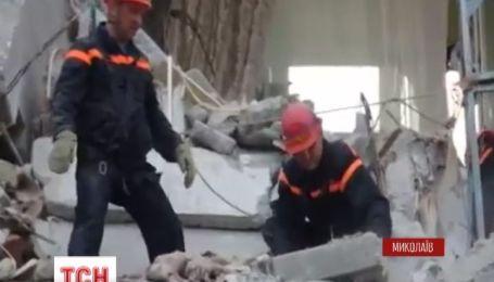 На месте взрыва в Николаеве продолжают искать трех человек