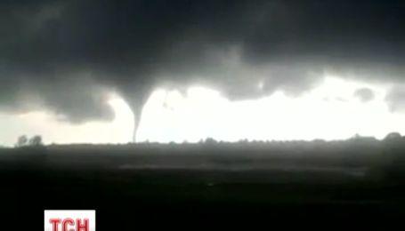 В Україні на відео зафіксували торнадо